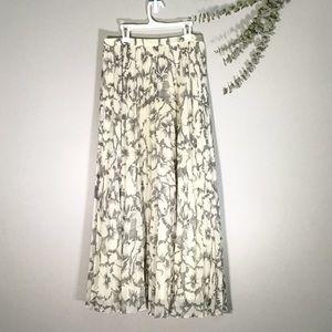 Banana Republic Skirts - 🌻Banana Republic Women Beige Pleated Maxi Size 2